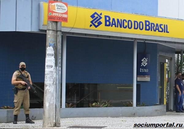 Щедрые-грабители-как-бразильские-преступники-ограбили-банк-и-сорили-деньгами-1